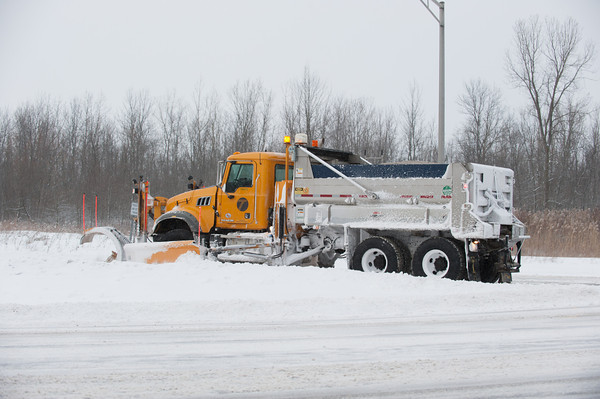 140125 3A Ent JOED VIERA/STAFF PHOTOGRAPHER Getzville, NY- A truck plows the Lockport expressway on Saturday, January 25th.