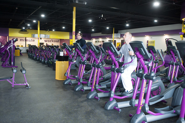 140112 Planet Fitness JOED VIERA/STAFF PHOTOGRAPHER Lockport,NY-New members workout during the grand opening of Planet Fitness on Monday.