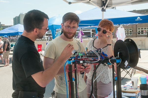 14012 JOED VIERA/STAFF PHOTOGRAPHER-Lockport, NY-Bill Kreutinger shows Peter Baum and Emily Donley his homemade 3d Printer at Lockport's community market on Saturday, July 12th.