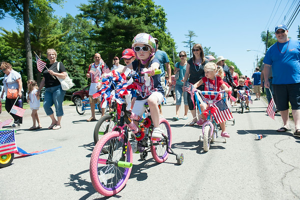 140704 JOED VIERA/STAFF PHOTOGRAPHER-Olcott, NY-Kids and their parents walk and ride their bikes in the Olcott Independance day parade  on July 4, 2014.