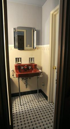 MET070914 house bathroom
