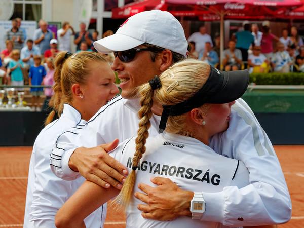 01.13 Coach Gabor Pelva happy - Team Hungary - Junior fed cup final round girls 16 years 2014_01.13