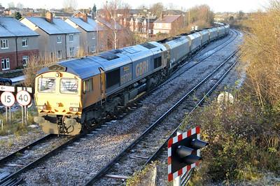 66702 0953/6c32 Immingham-Eggborough passes England Lane Crossing.