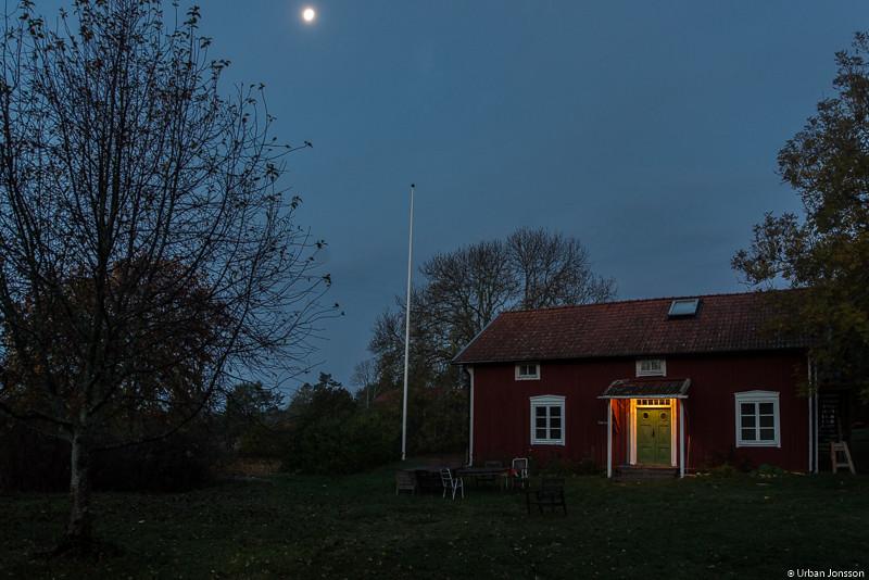 Medan vi snusade i Kalle & Klaras hus vakade månen över oss.