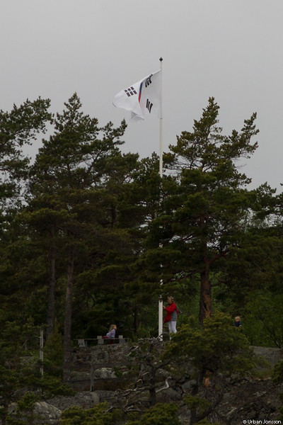 Annie skötte navigeringen, men det uppstod lite oro i leden när vi passerade Sydkoreas flagga.....
