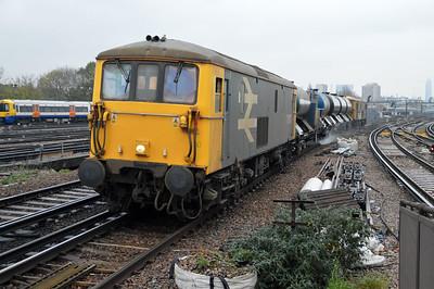 73207 tnt 73201 1400/3w90 Horsham-Horsham via Victoria RHTT passes Clapham Jct.