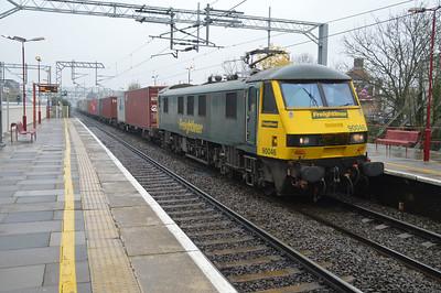 90046 0936/4L97 Trafford Park-Felixstowe passes Harrow & Wealdstone.