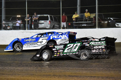 20 Jimmy Owens and 5 Don O'Neal battle for the lead.
