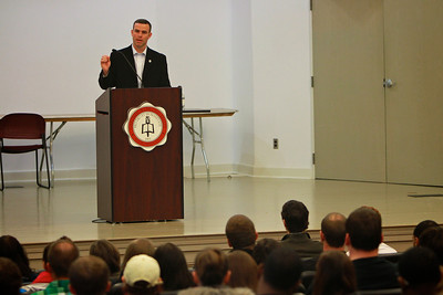 Carolina Panthers Director of Football Operations Brandon Beane speaks to GWU Business Students.
