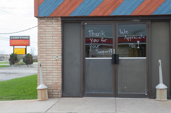 140501 SkatelandJOED VIERA/STAFF PHOTOGRAPHER-Lockport, NY-Skateland doors thank customers for thier support. April 30, 2014