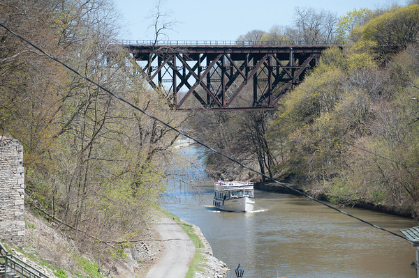 140505 Ent JOED VIERA/STAFF PHOTOGRAPHER-Lockport, NY-The Lockview V carries its passengers down a tour of the Erie Canal. May 5, 2014