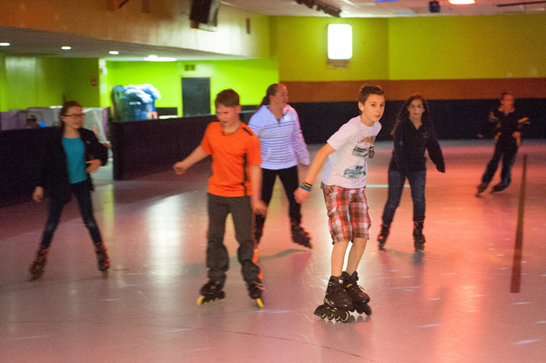 140501 SkatelandJOED VIERA/STAFF PHOTOGRAPHER-Lockport, NY-Kids skate at Skateland. April 30, 2014