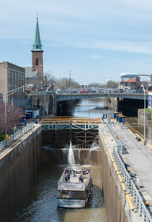 140505 Ent JOED VIERA/STAFF PHOTOGRAPHER-Lockport, NY-The Lockview V takes its passangers through locks 34 and 35 on their tour down the Erie Canal. May 5, 2014