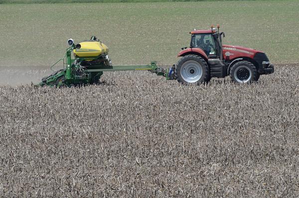 MET052114 crops jacks