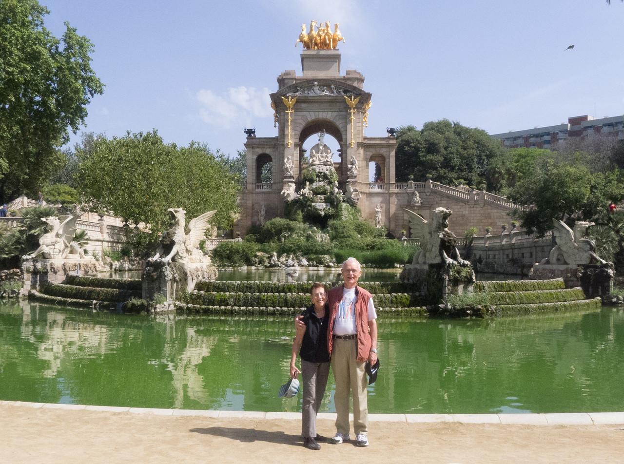 Lois and Don at the Fountain by Josep Fontseré in the Parque de la Ciutadella