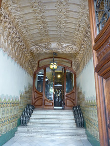 Entrance to a luxury residence along Carrer Gran de Grácia