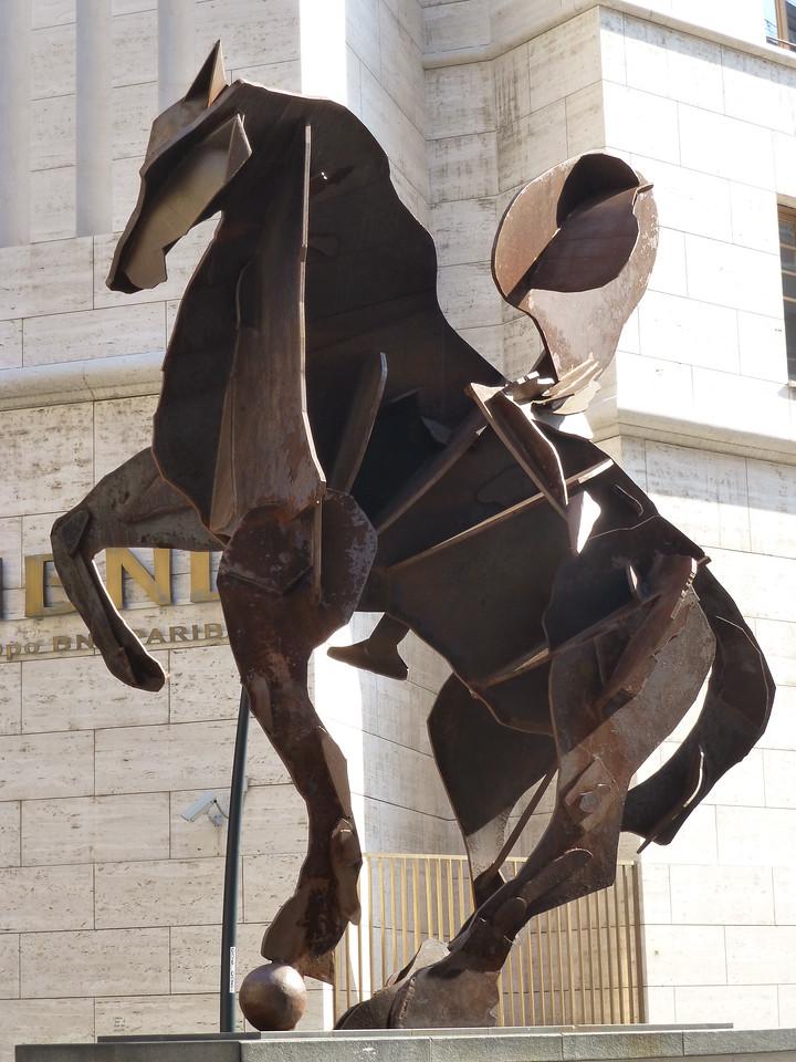 Sculpture in Piazza de la Carita