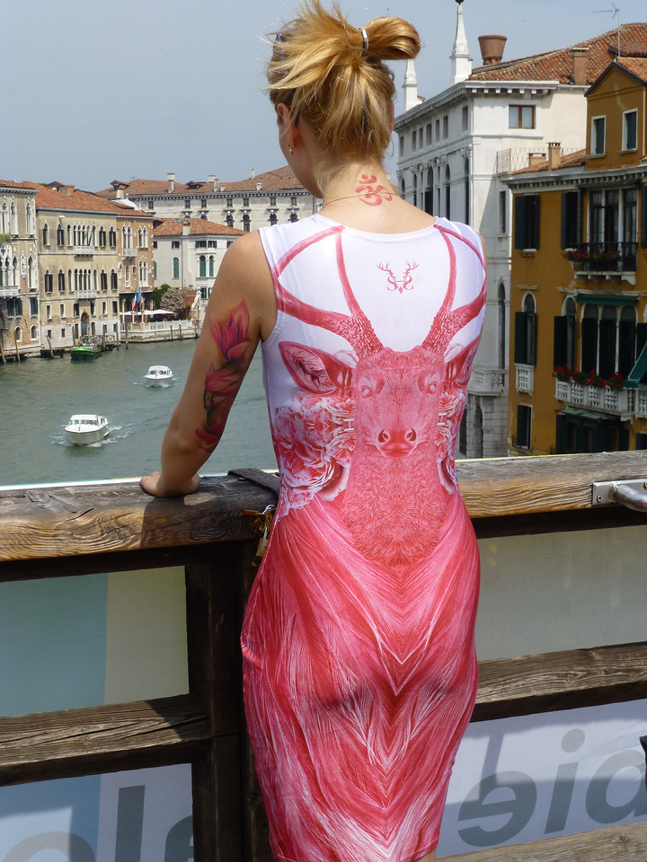 Remarkable young woman on the Ponte Accademia
