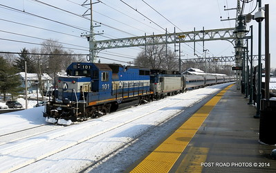 20140219-disabled-amtrak-train-milford-and-passengers-crammed-on-platform-post-road-photos-david-purcell-credit-011