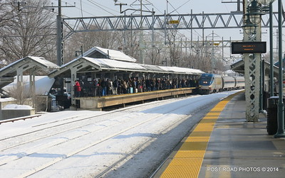 20140219-disabled-amtrak-train-milford-and-passengers-crammed-on-platform-post-road-photos-david-purcell-credit-015
