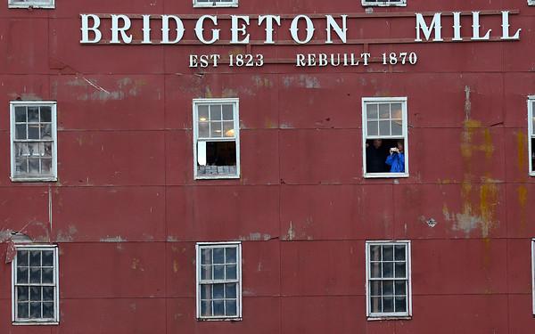 MET 101614 BRIDGE PHOTO