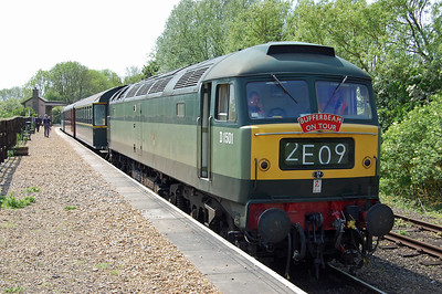 With three ex-DSB coaches and D9529 in tow, 47402 waits to depart from Yarwell Junction with 1E50 1300 Wansford-Peterborough (18/05/2014)