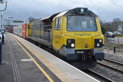 70013 1001/4e22 Felixstowe-Leeds.
