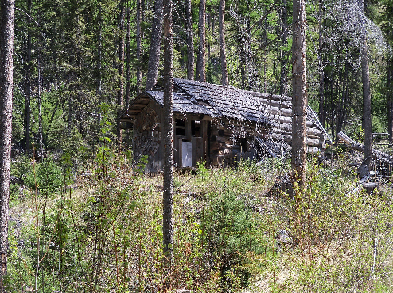 Many old cabins, we thought we  heard banjos off in the distance.