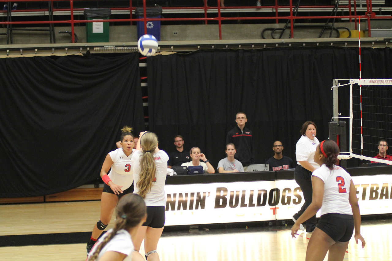Gardner-Webb University takes on Tennessee Tech in a fun and exciting game of Volleyball during Family Weekend