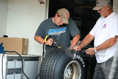 Josh Davis grooves a tire for Mike Marlar