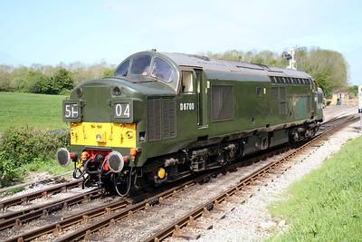 Class 37 D6700 (37350) running into Norden sidings.