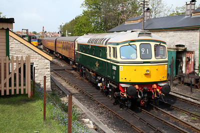 D6515 approaches Swanage station from Norden.