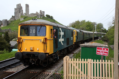 73207 and 33111 arrive at Corfe Castle from Norden.