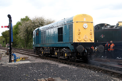Visiting Class 20 20048 leaves the yard in readiness for its next duty.