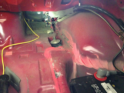 Power cable routing to battery in trunk