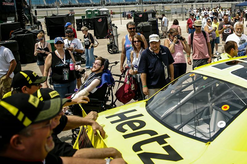 jspts_0720_NASCAR_fans_01.JPG