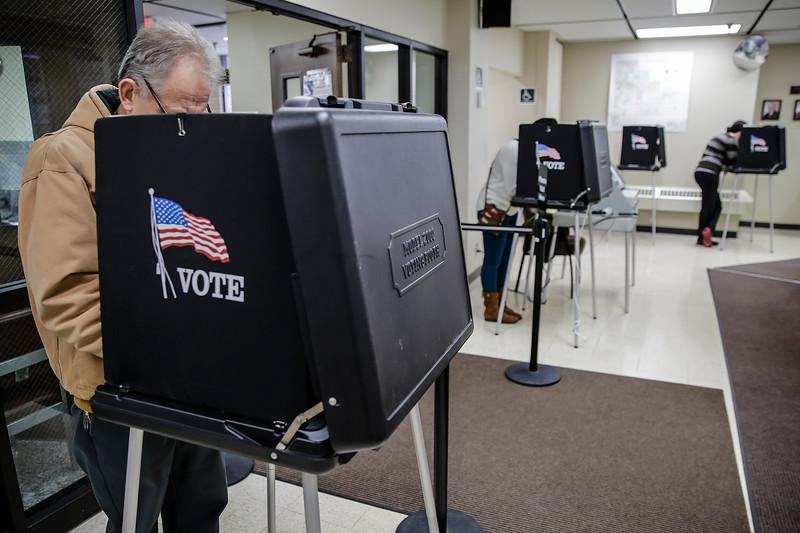 jnews_1104_election_day_01.JPG