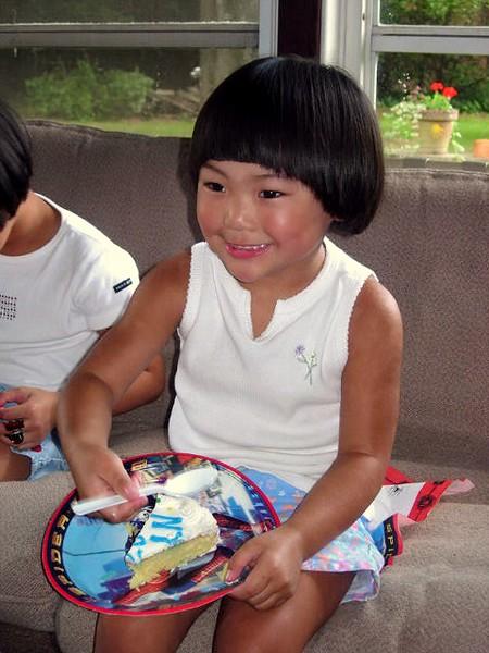 2004-08-06 Noah 6th Birthday Elise with Cake