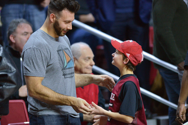 PHILADELPHIA - FEBRUARY 10:  Philadelphia Eagles linebacker Connor Barwin takes in his alma mater's (Cincinnati) AAC conference college basketball game January 10, 2015 in Philadelphia.