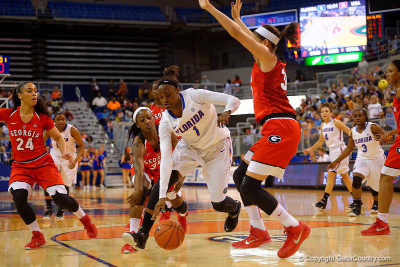 Florida Gators guard Ronni Williams drives the paint during the first half.  Florida Gators Womens Basketball vs Georgia Bulldogs.  February 28th, 2015. Gator Country photo by David Bowie.