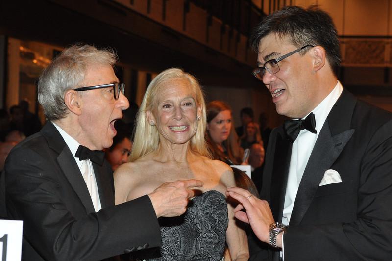Woody Allen, Board Member and Special Events Committee Chairman Karen LeFrak, and Music Director Alan Gilbert_Linsley Lindekens