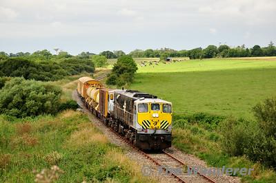 072 passes Killinick. 0700 Waterford - Rosslare Strand Weedspray Train. Mon 21.07.14