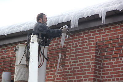 Removing Icicles from Borough Hall, Tamaqua (2-20-2014)