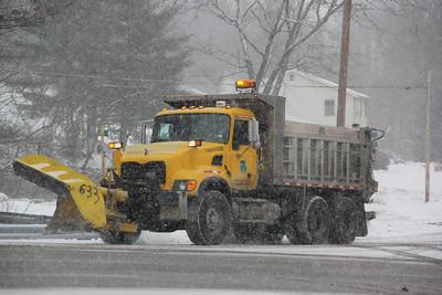PennDOT, SnowplowTruck, West White Bear Drive, Summit Hill (1-25-2014)