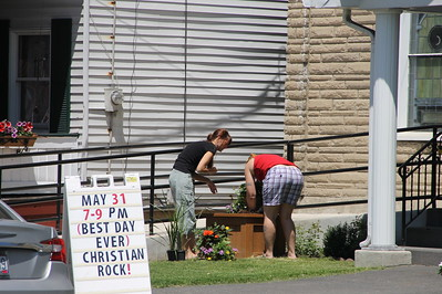 Planting Flowers, Community Arts Center, Tamaqua (5-31-2014)