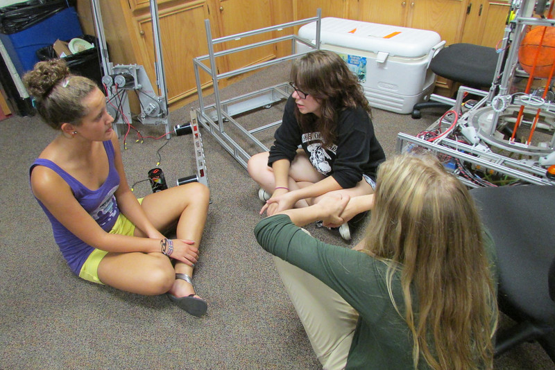 Savannah Sorenson, Lizzy Melberg, and Lexus Stokes discuss mechanical team