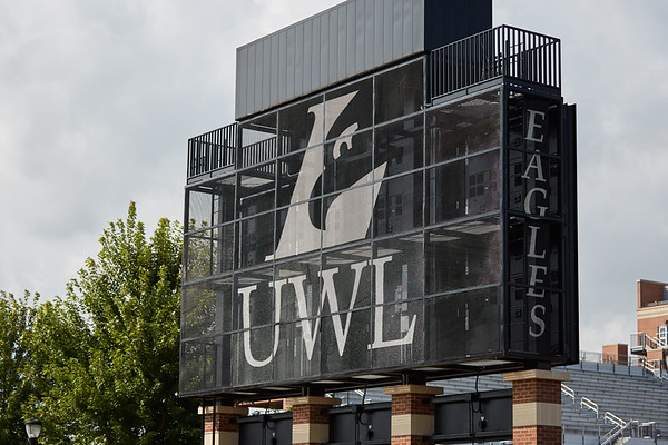 2016_UWL_Eagle_Logo_Athletics_006