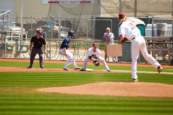 2016_UWL_Baseball_Regionals_111