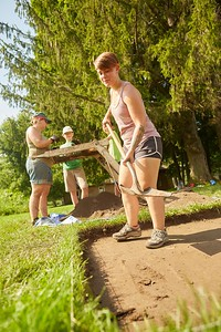Activity; Volunteering; Location; Outside; People; Alumni; Student Students; Children; Professor; Summer; July; Time/Weather; sunny; Type of Photography; Candid; UWL UW-L UW-La Crosse University of Wisconsin-La Crosse; MVAC Field School Open House Mississippi Valley Archeology