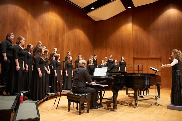 2016_UWL_Womens_Choir_004